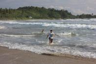 Berlari di pantai Ciantir