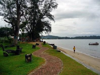 Pantai Pandan Disisi Hotel